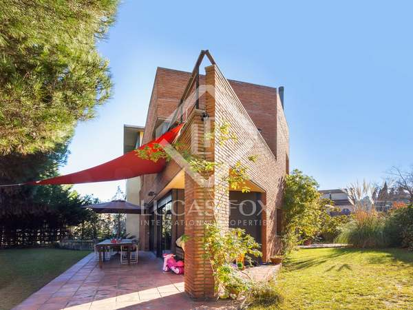 385 m² house with 574 m² garden for sale in Sant Cugat