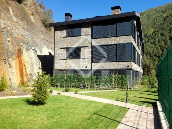 Opportunity! New luxury 4 bedroom apartments to buy in Andorra at a sharply reduced price