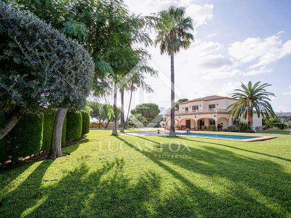 Villa de 390m² con 5.900m² de jardín en venta en Dénia