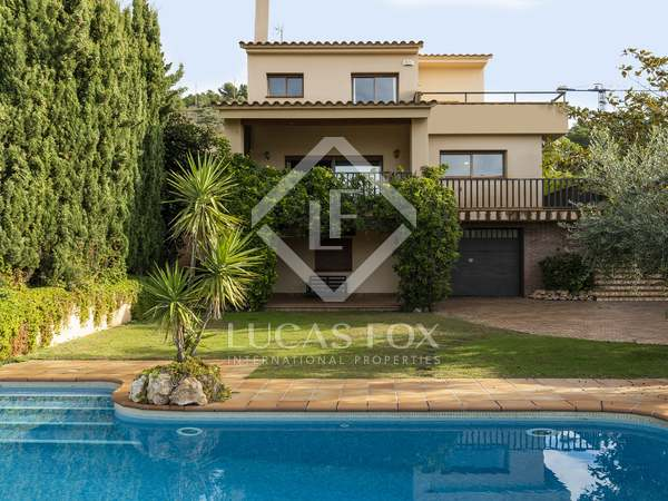 440m² House / Villa for sale in Levantina, Barcelona