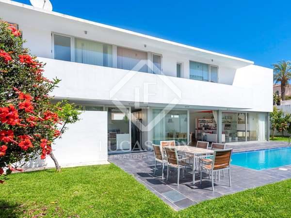 300m² House / Villa for sale in Málaga, Spain