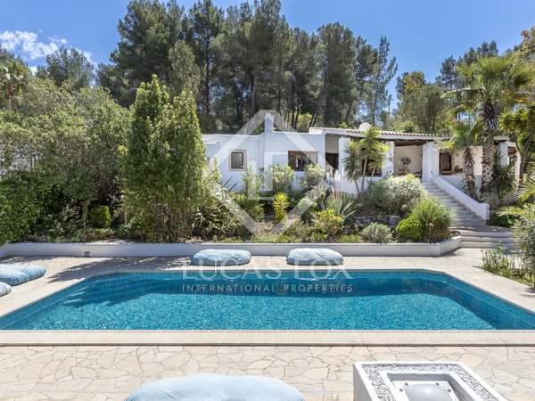Huis / Villa van 320m² te koop in Santa Eulalia, Ibiza
