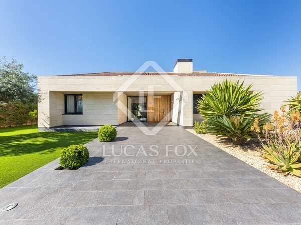 Huis / Villa van 869m² te koop met 300m² Tuin in Playa San Juan