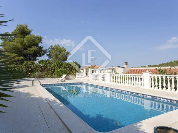 236m² House / Villa for sale in Levantina, Barcelona