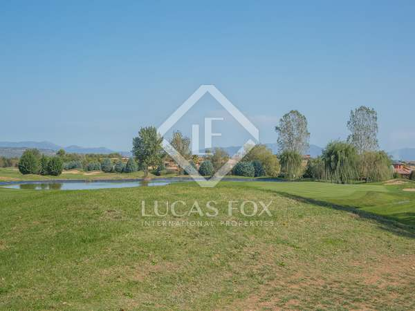 1,513m² plot for sale in a prestigious golf resort