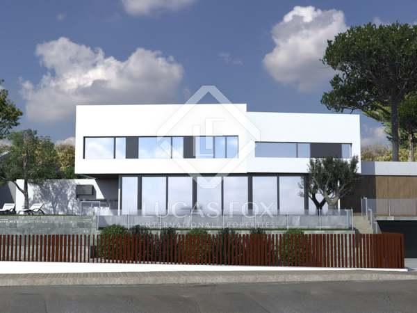 Huis / Villa van 267m² te koop met 481m² Tuin in Arenys de Mar