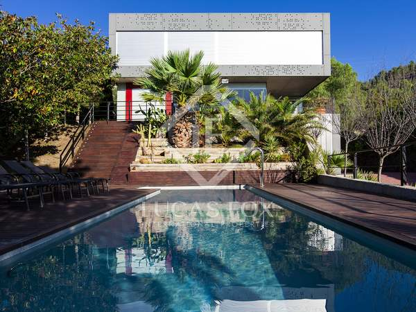 Contemporary villa for sale with sea views in Sitges
