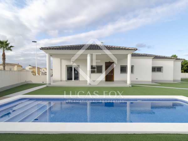 393m² House / Villa for sale in Alicante ciudad, Alicante