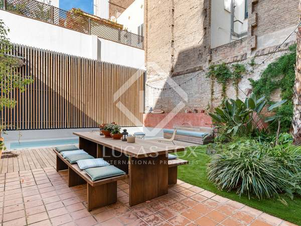 350m² House / Villa with 90m² garden for sale in Gràcia