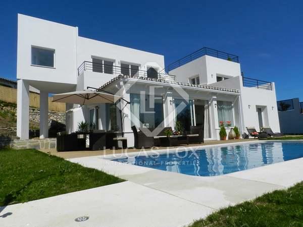 Huis / Villa van 350m² te koop in Elviria, Costa del Sol