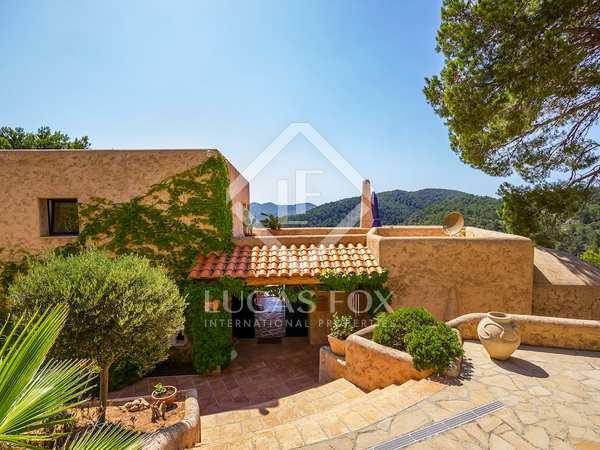 Villa de 4 dormitorios en venta cerca de la playa en Ibiza