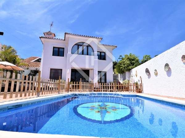 406m² House / Villa with 398m² garden for sale in Nueva Andalucía