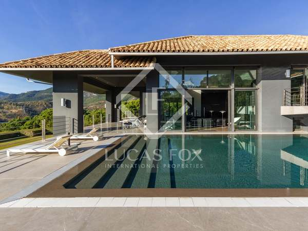 1,683m² House / Villa with 122m² terrace for sale in La Zagaleta
