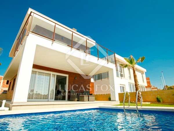 Casa / Villa de 228m² con 53m² terraza en venta en Playa San Juan