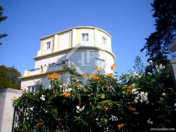 Classic-style 5-bedroom house for sale, Estoril