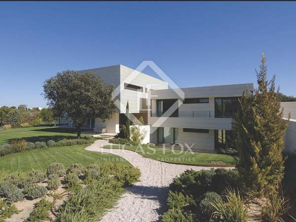 Exclusive 5-bedroom home for sale in La Finca, Madrid