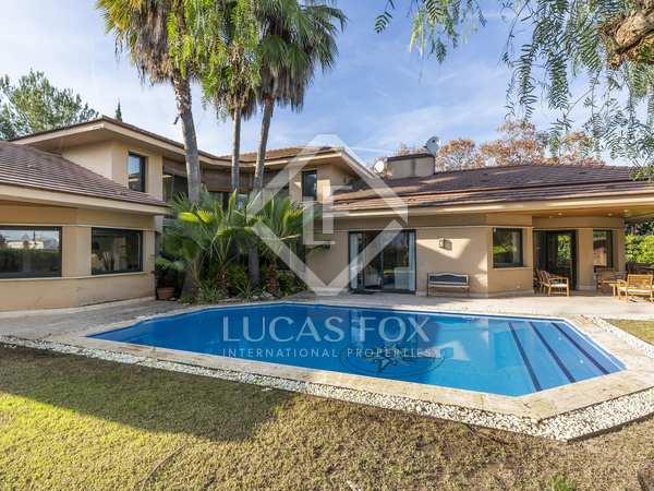 Huis / Villa van 600m² te koop in Terramar, Barcelona