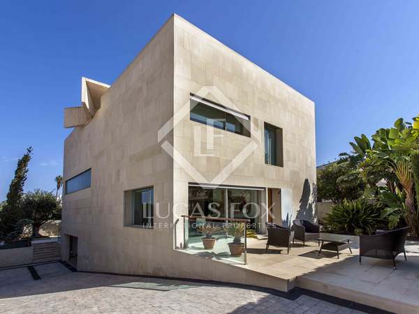 420 m² house with 84 m² terrace for sale in Cullera