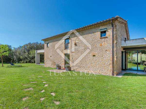 376m² House / Villa for sale in Pla de l'Estany, Girona