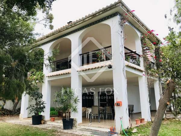 459m² House / Villa with 1,300m² garden for sale in Playa San Juan