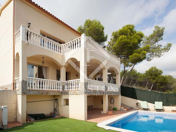 Villa with pool for sale in Olivella, Sitges
