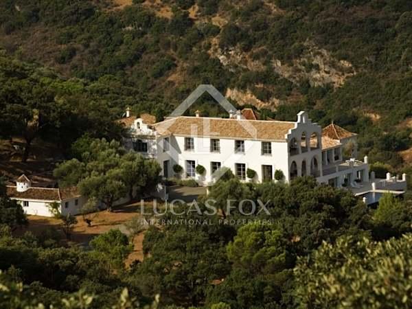 Casa / Vil·la de 2,160m² en venda a Estepona, Marbella