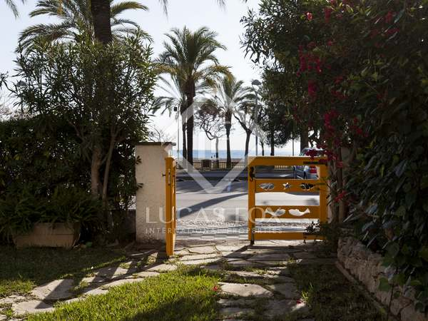 House with 2 apartments to buy together on Vilanova seafront