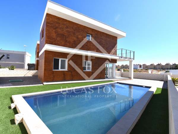 150m² House / Villa for sale in Alicante ciudad, Alicante