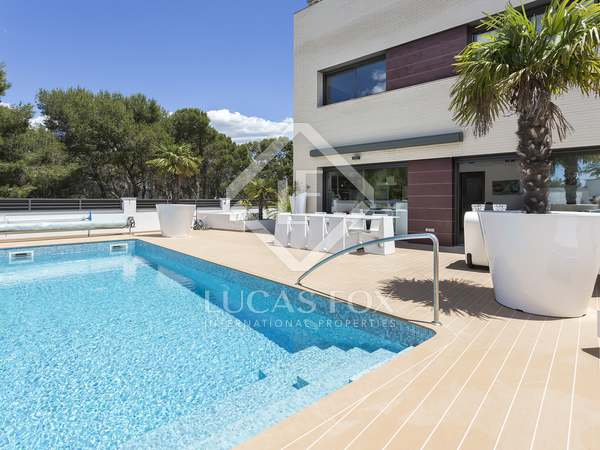 285m² House / Villa for sale in Els Cards, Barcelona