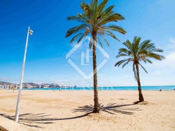 Ático de primera línea en venta en la costa de Valencia