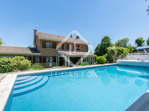 415m² House / Villa with 900m² garden for rent in Pozuelo
