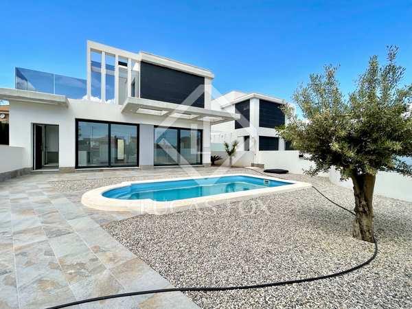253m² House / Villa for sale in Playa San Juan, Alicante