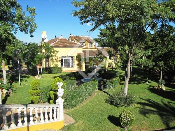landhuis van 183m² te koop met 2,000m² Tuin in Sevilla