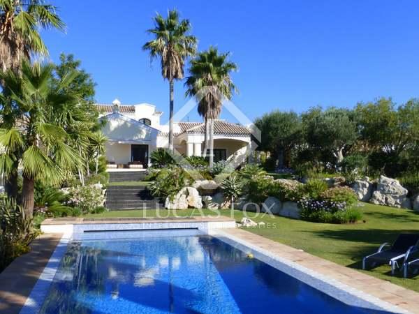 Casa / Villa de 854m² con 3,170m² de jardín en venta en Benahavís