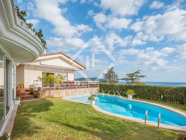 Modern 5-bedroom villa for sale in Calella de Palafrugell