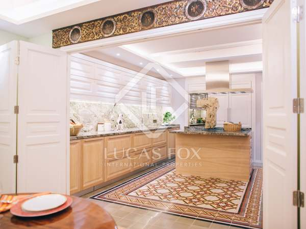 180 m² apartment with a garden for sale in the Gothic area