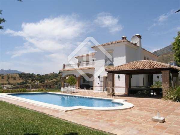 Huis / Villa van 561m² te koop met 3,800m² Tuin in Mijas