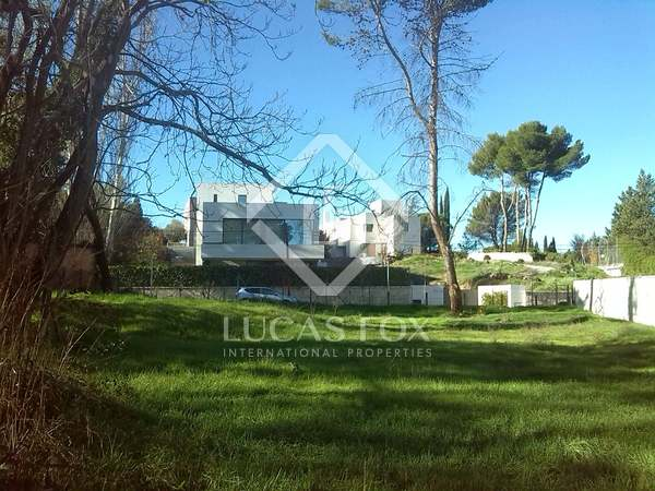 Земельный участок 2,000m² на продажу в Puerta de Hierro