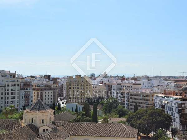 173 m² penthouse with 25 m² terrace for sale in El Mercat