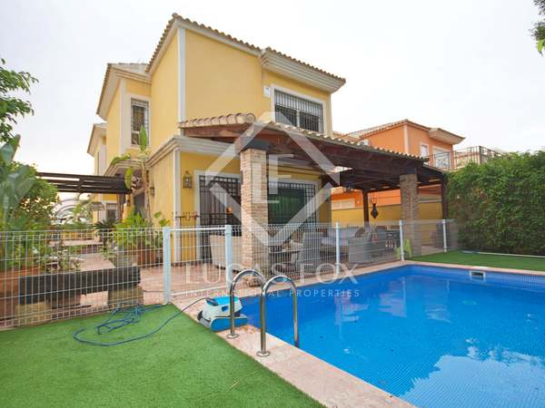 390m² House / Villa for sale in golf, Alicante