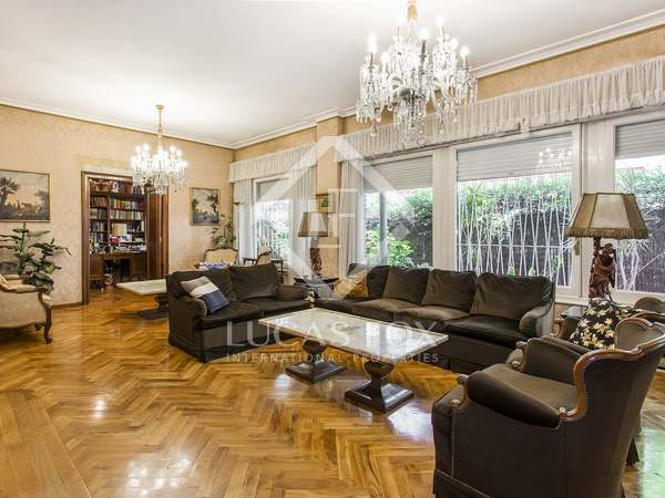 500 m² apartment with 137 m² garden for sale in Turó Park
