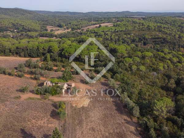 Girona country property to restore in the Baix Emporda