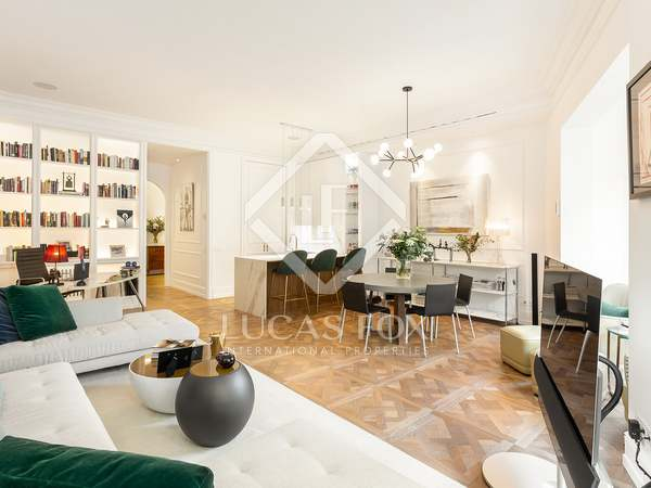 141m² Apartment with 8m² terrace for sale in Eixample Left