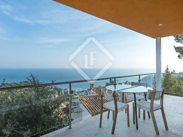 Moderna villa a un paseo de la playa en venta en la Costa Brava