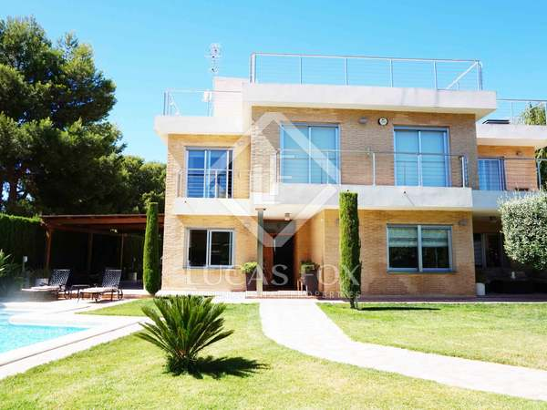 Charming villa with a pool for sale in Alfinach, Valencia