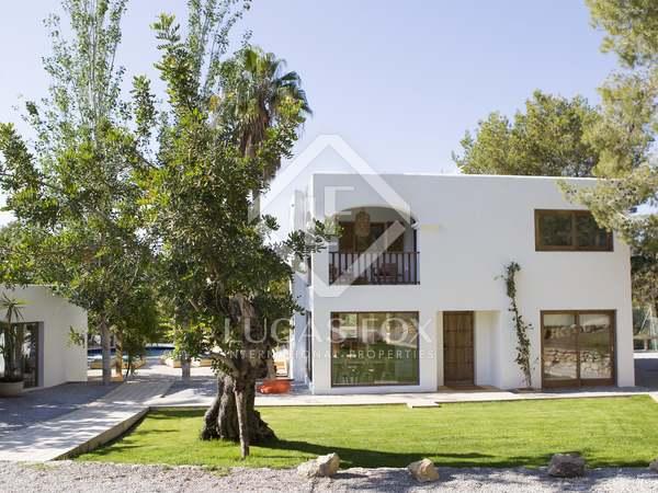 360m² House / Villa with 2,300m² garden for sale in San José