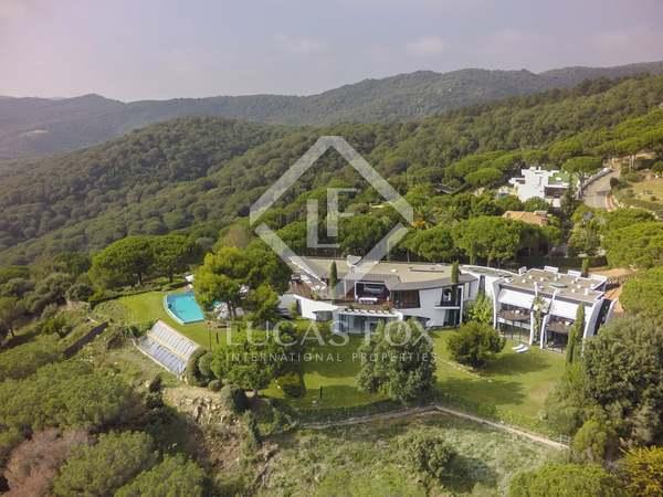 Дом / Вилла 1,570m² на продажу в Сан Андреу де Льеванерас