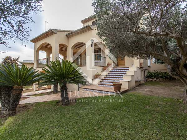 400m² House / Villa with 300m² garden for rent in Godella / Rocafort