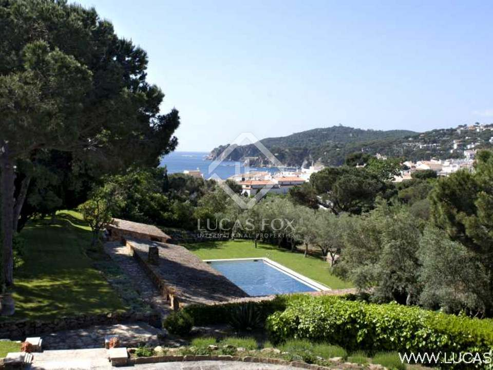 Exclusive Costa Brava rental property in the centre of Calella de Palafrugell. 3ha private estate. Large pool. Easy walking distance to the beach. Sea views.