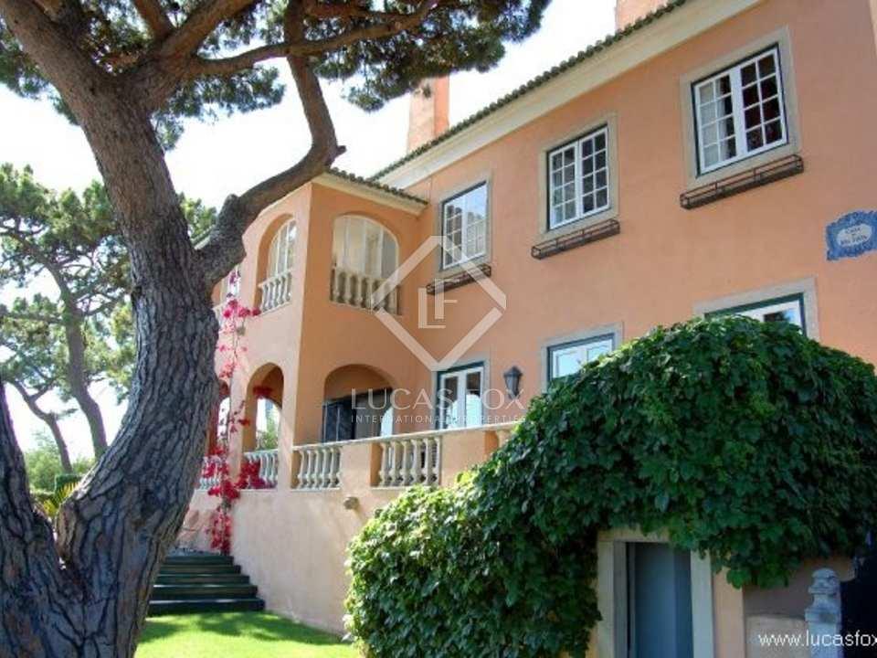 Villa for sale in Estoril with sea views